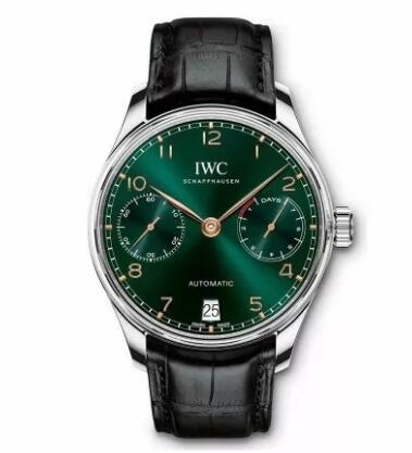 The IWC with shiny green dial sports a graduated visual effect, looking youthful and lively.