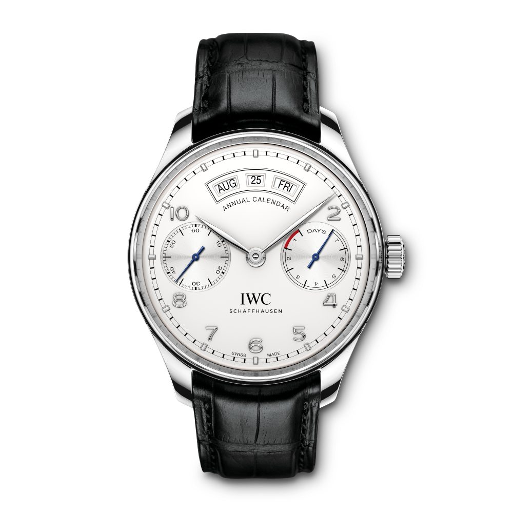 The understated dial offers optimum readability for the wearers.