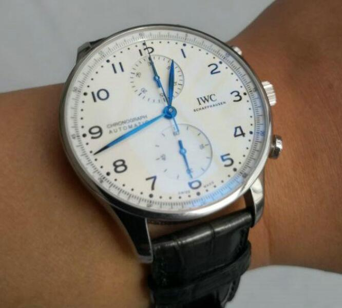 The IWC is suitable for many occasions including the formal occasion and causal occasion.