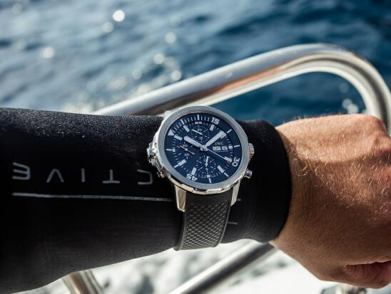 The blue dial is in line with the theme of the ocean.