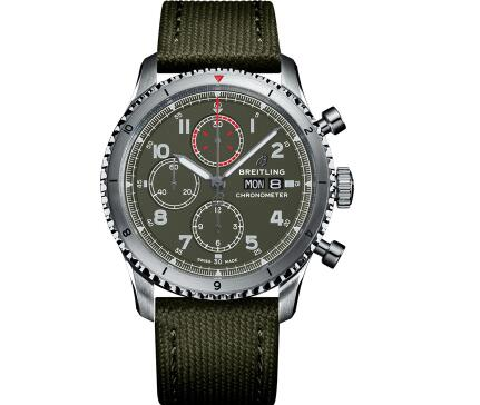 The military green tone endows the timepiece with a special and recognizable appearance.