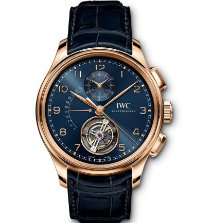 The blue dial endows the timepiece with elegant appearance.