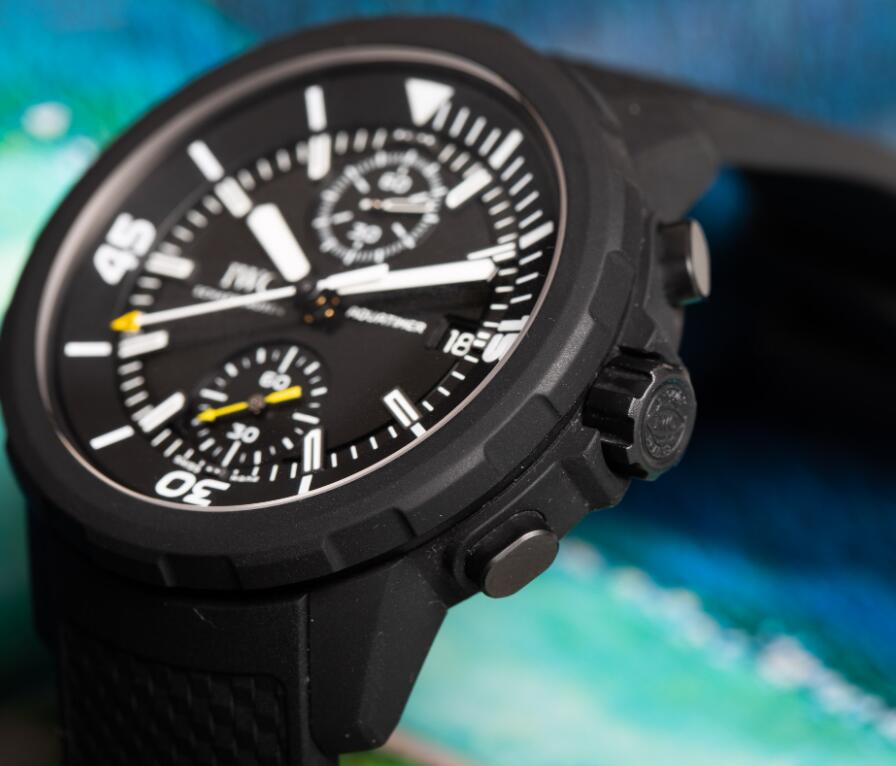 The black rubber coated steel case makes the Swiss copy IWC very eye-catching.